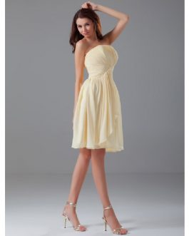 Knee-Length Chiffon Strapless Bridesmaid Dress with Cascading Ruffles