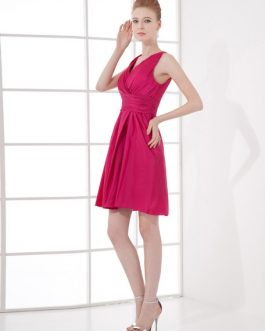 Short Bridesmaid Dress V Neck Prom Dress Pleated Satin Sleeveless Homecoming Dress