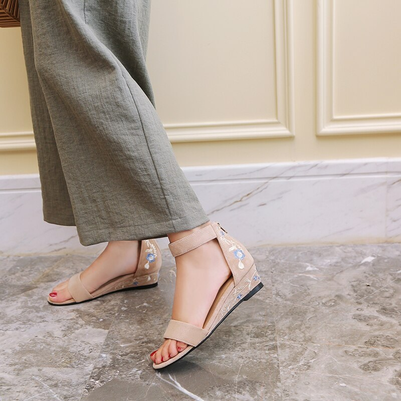 Ankle Strap Embroider ashion Casual Shoes 9.4