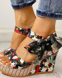 Feminine Wedges – Bow Trim in Floral Print