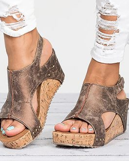 Open Toed and Heeled Sandals – Texture Soles